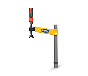 Compensating swing clamp